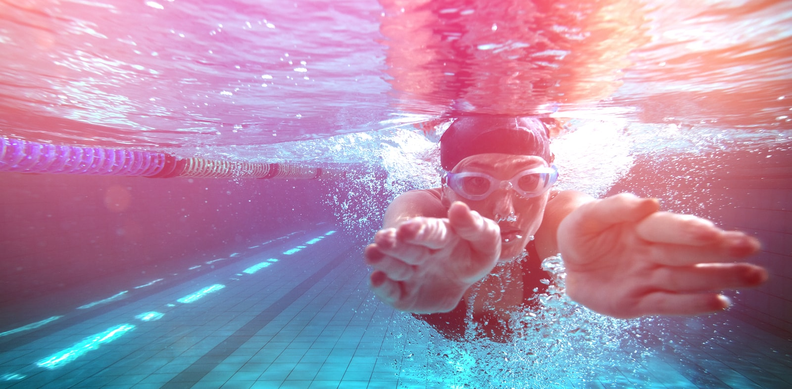 bigstock-Athletic-swimmer-training-on-h-134401106-min