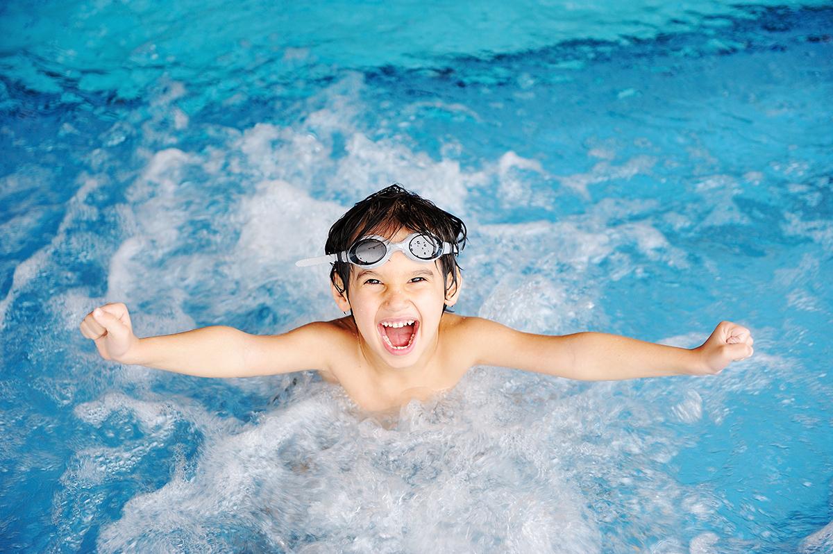 Aulas de natação são importantes, inclusive, no inverno