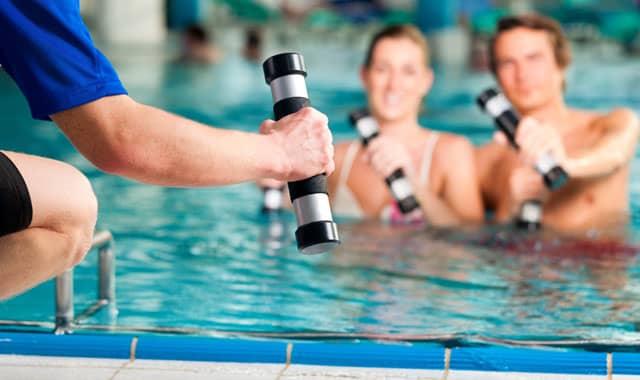 Hidroginástica: Um treino completo dentro d'água