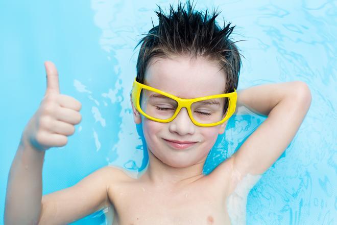 Aulas de natação ajudam a melhorar desempenho escolar