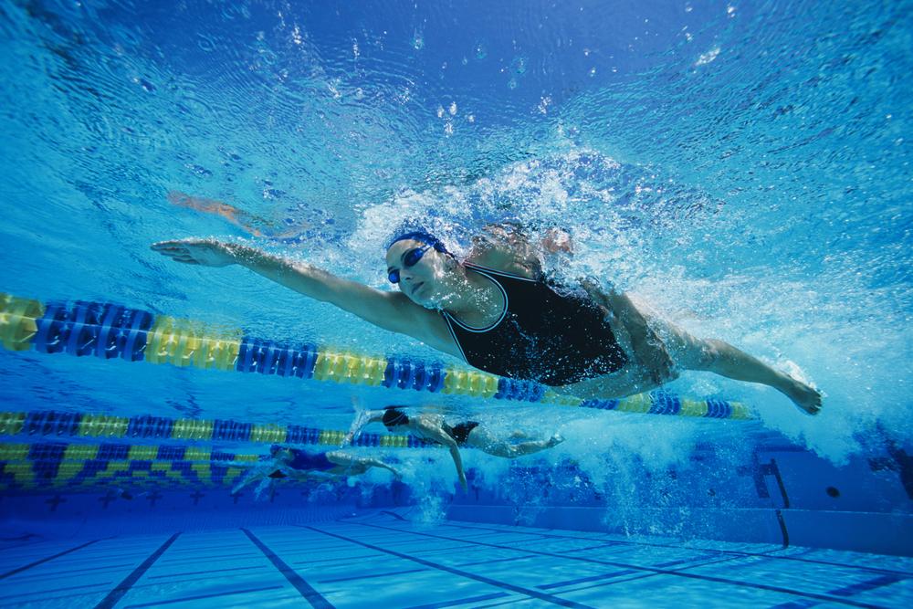 Alimentação para nadadores: o que comer antes, durante e depois da natação