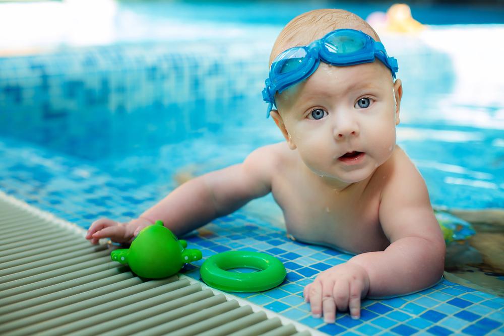 Natação para bebês: Desenvolvimento saudável para seu filho