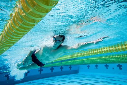 É possível aprender a nadar depois de adulto?